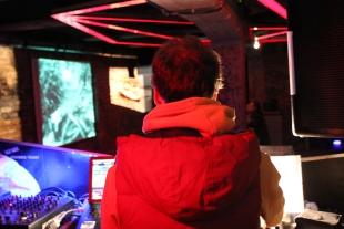 DJ D'dread vertont alte Stummfilme mit moderner und historischer Netzmusik (Bild: Friedemann Brenneis)